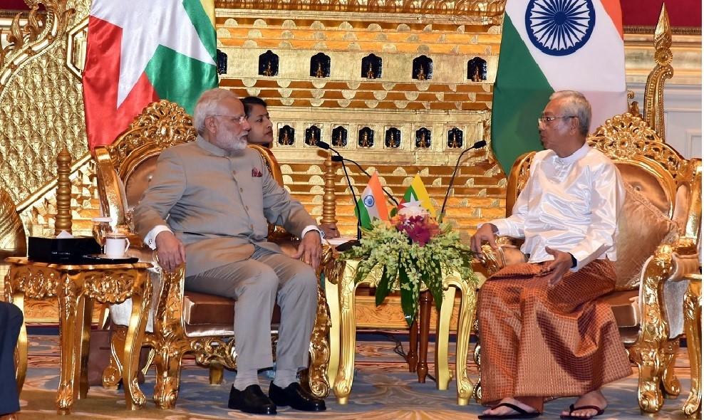 President U Htin Kyaw holds talks with Indian PM Modi